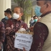 PT Bibit Indonesia Distributes Eggs for Flood Victims in Majalengka